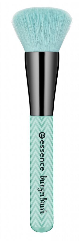 Essence_Make_Me_Pretty_Brush_Collection_Bronzer_Brush