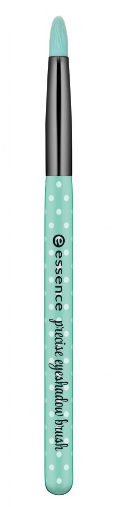 Essence_Make_Me_Pretty_Brush_Collection_Precise_Eyeshadow_Brush