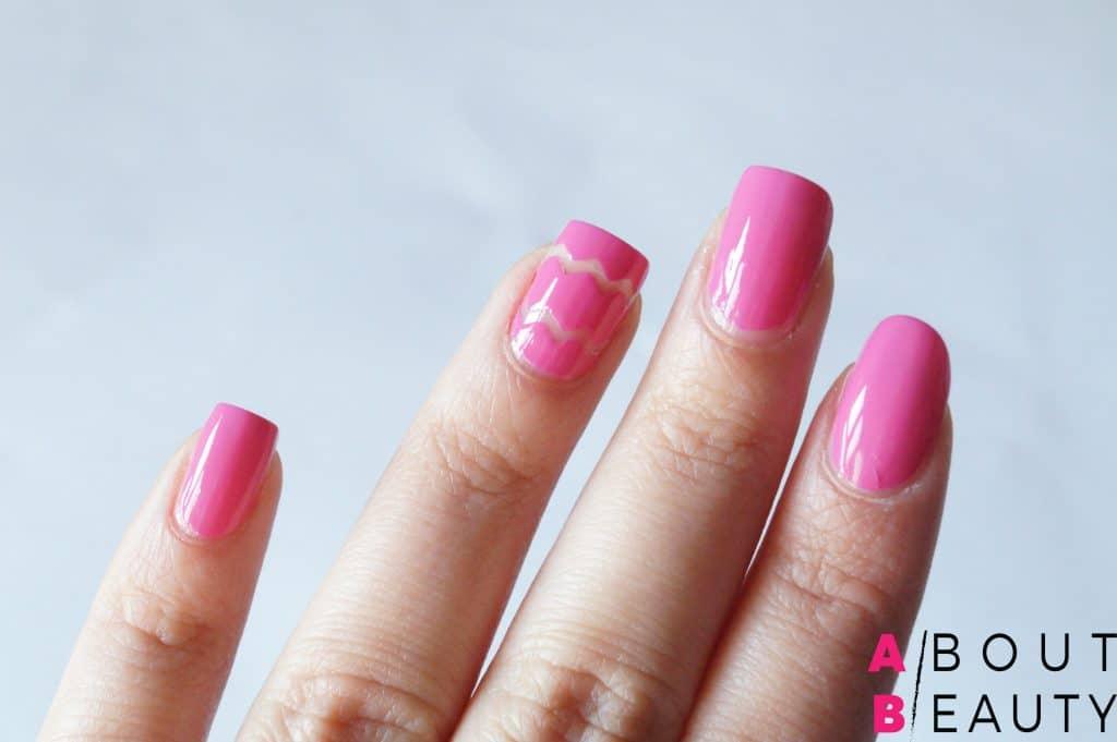 Spring Nails: ecco il tutorial per una perfetta nail-art primaverile semplice e vivace - Step 4: rimozione degli stripping tapes