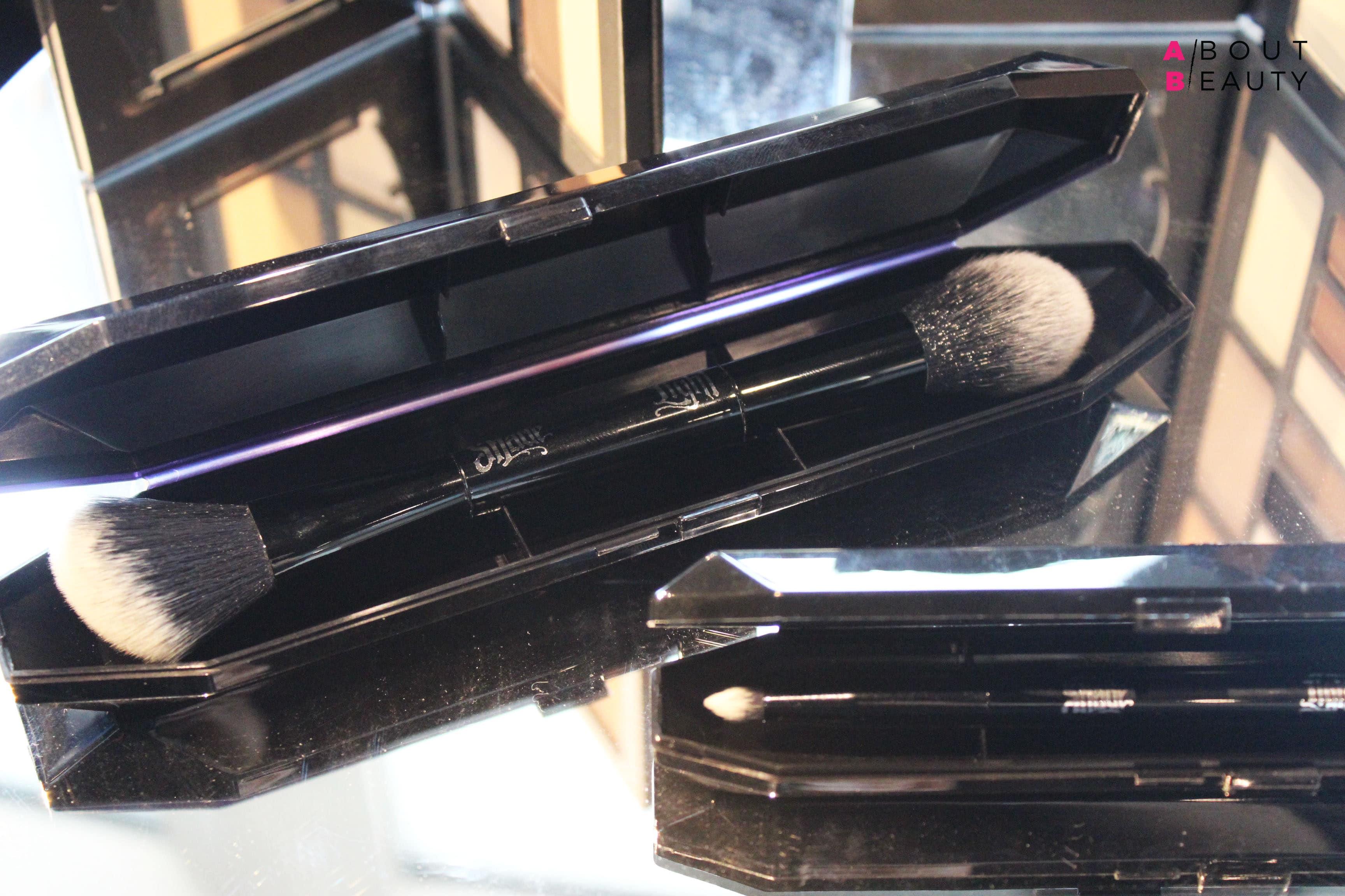 Kat Von D arriva in Italia: in esclusiva da Sephora tutti i prodotti make-up viso della collezione Lock-It - Shade + Light Contour Brush pennello viso