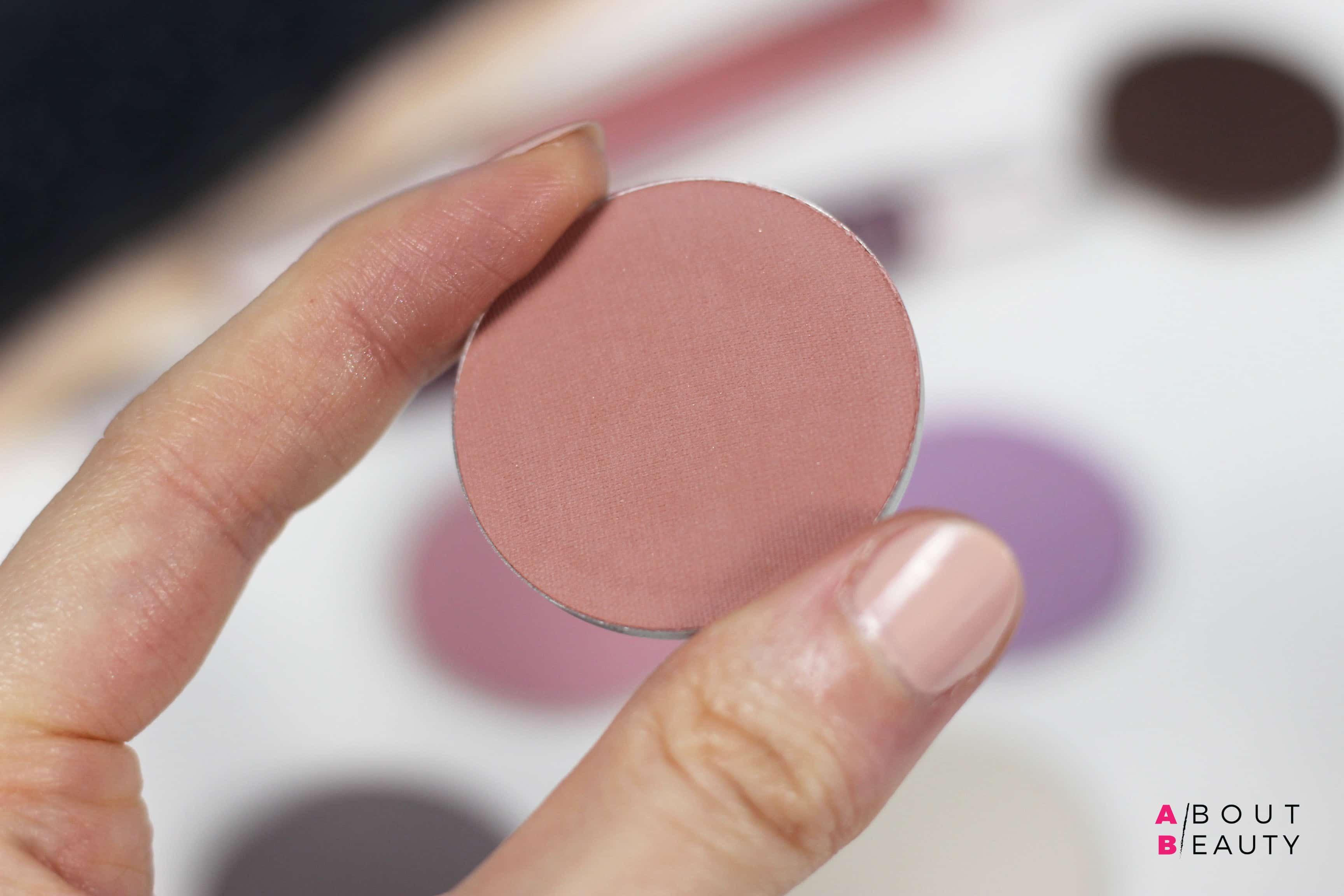 Neve Cosmetics Grungelic - Swatches e prime impressioni su Nowhere, blush minerale in cialda