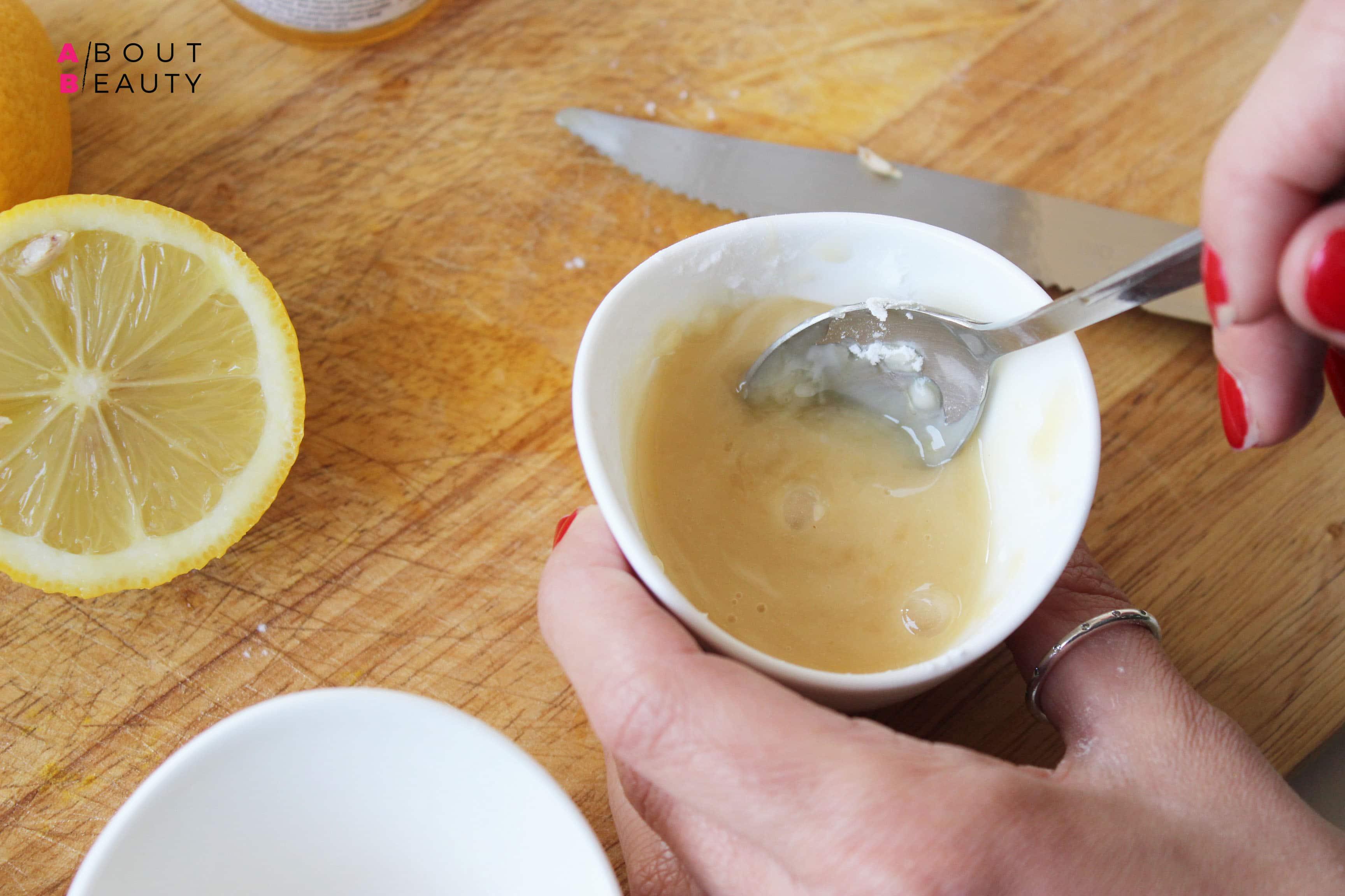 Le ricette di bellezza di About Beauty - Maschera Levigante al miele - Preparazione