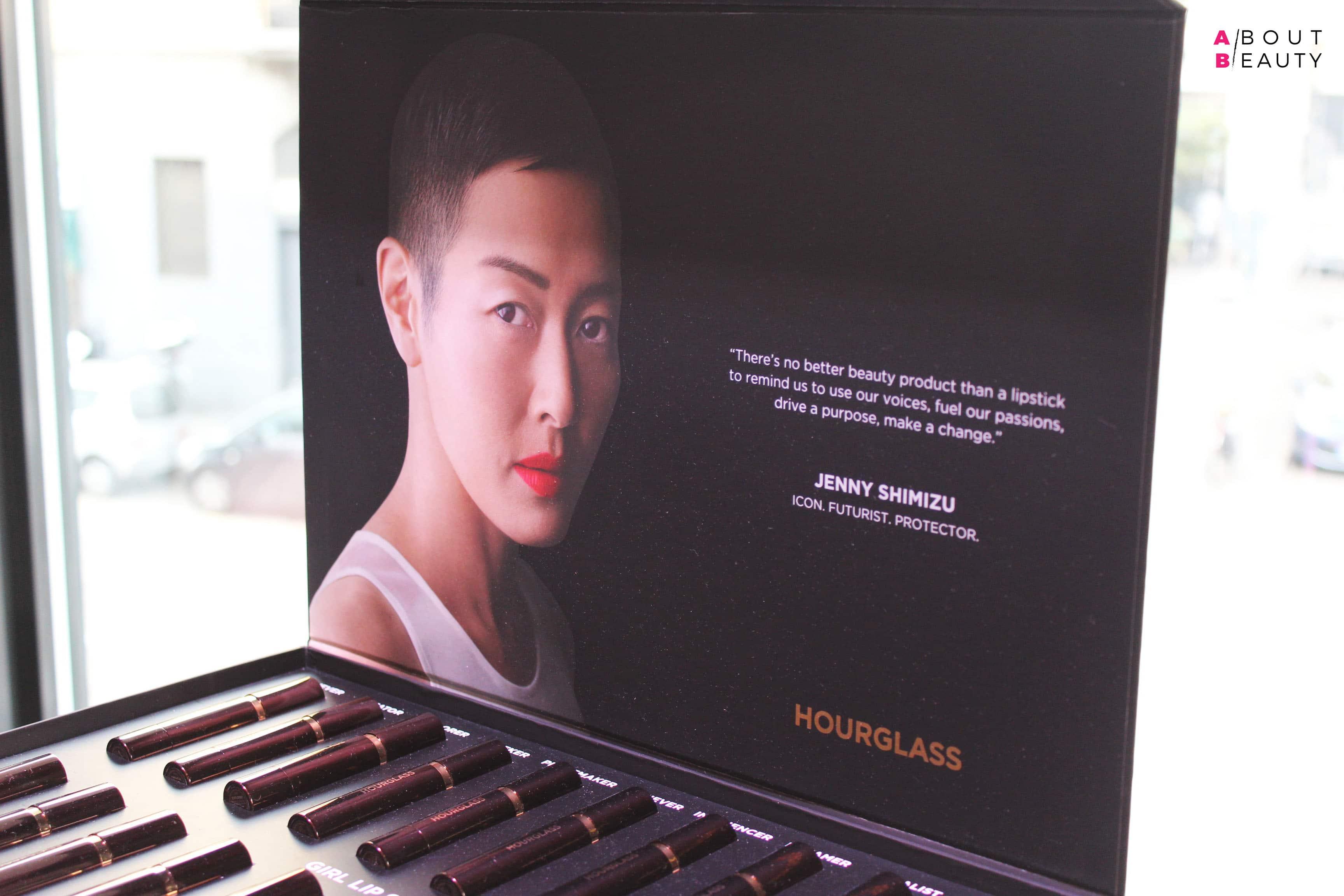 Hourglass presenta i nuovi rossetti Girl Lip Stylo in 20 tonalità - La testimonial Jenny Shimizu