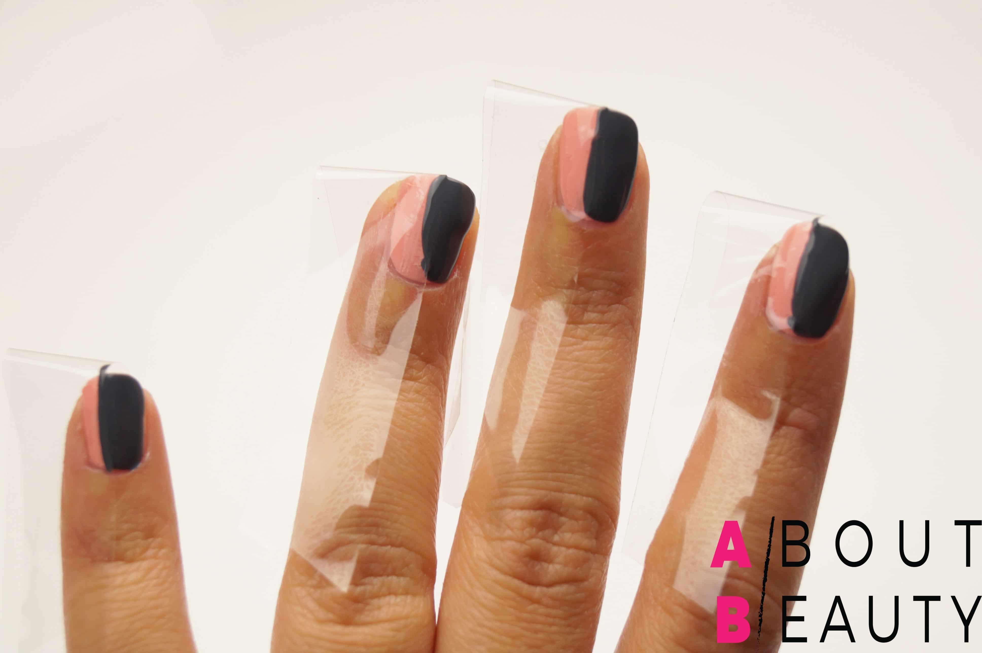 Tutorial nail-art autunnale rosa e grigia effetto matte con Swarovski - Step 4: applicazione dello smalto grigio