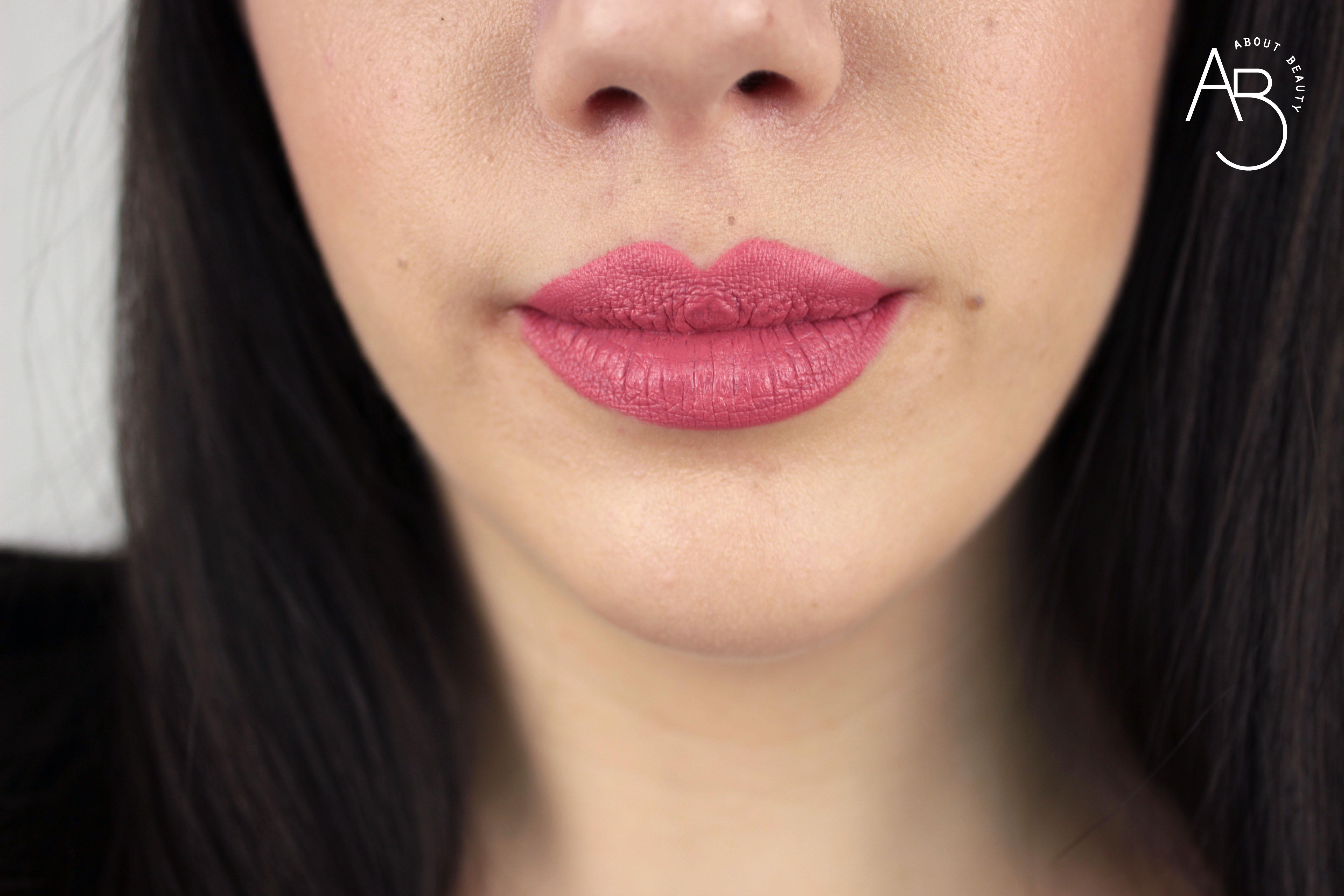 Nuovi rossetti Neve Cosmetics Dessert a Levres 2018: info, foto, swatch, prezzo, data di uscita, dove acquistare, recensione, review - Swatch su labbra di Pink Donut