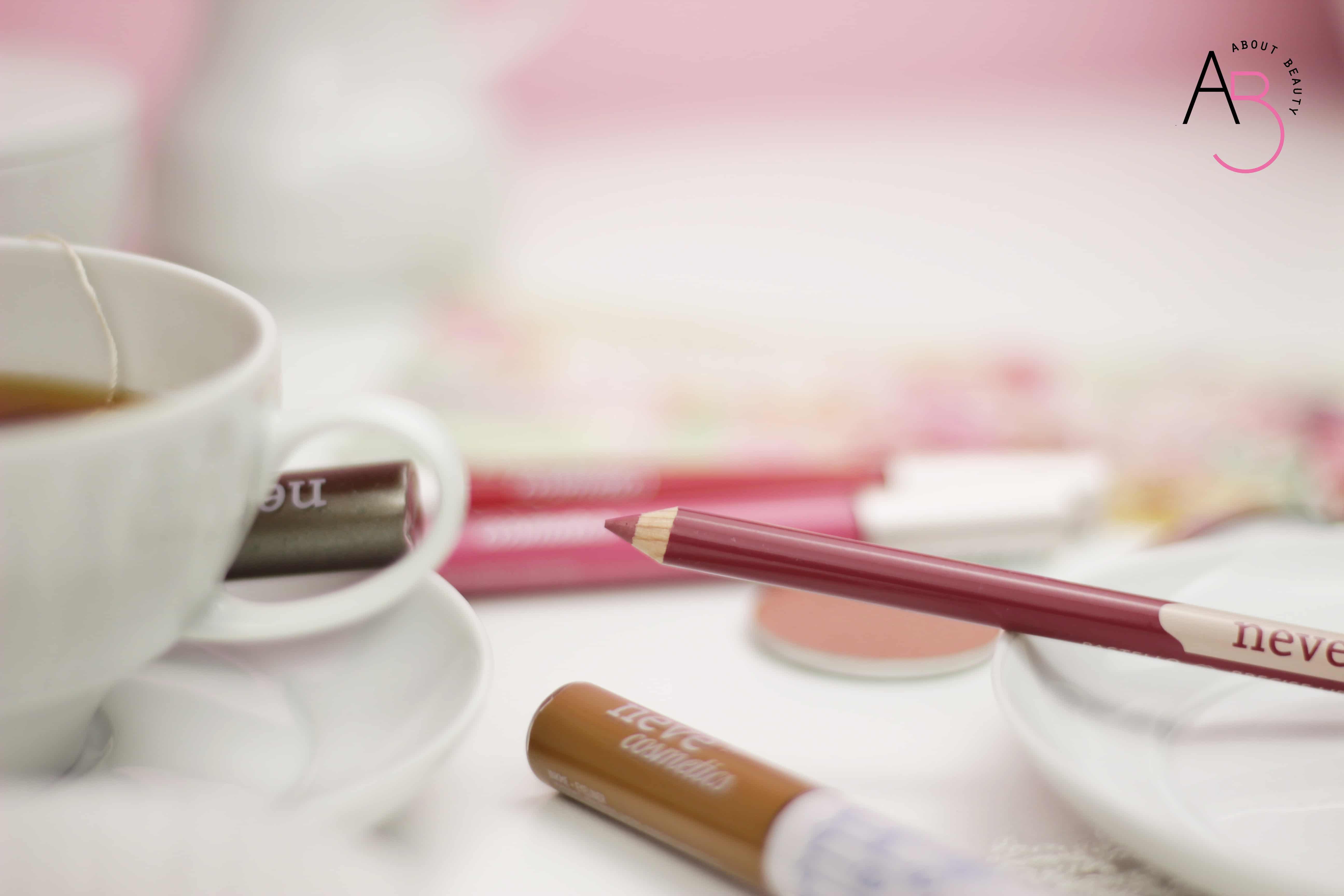 Neve Cosmetics Tea Time Collection, la nuova collezione primavera 2018 dedicata alla poesia dell'ora del tè - Review, recensione, info, prezzo, swatch, tutorial, dove acquistare, promo - Matita rossetto Pastello Labbra Cloud