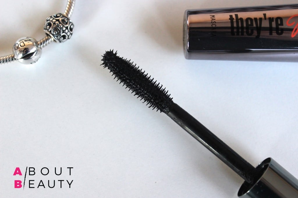 Benefit_They're Real!_Mascara_Review_Application