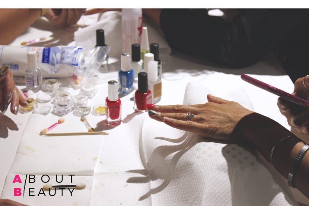 mi-ny-chromatic-mirror-powder-manicure-2