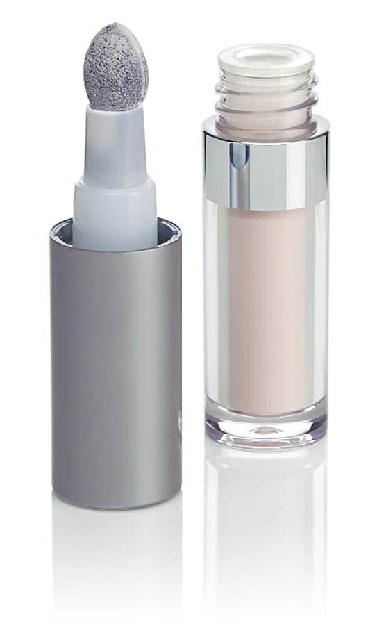 La protezione in polvere per il contorno occhi Sunforgettable by Colorescience
