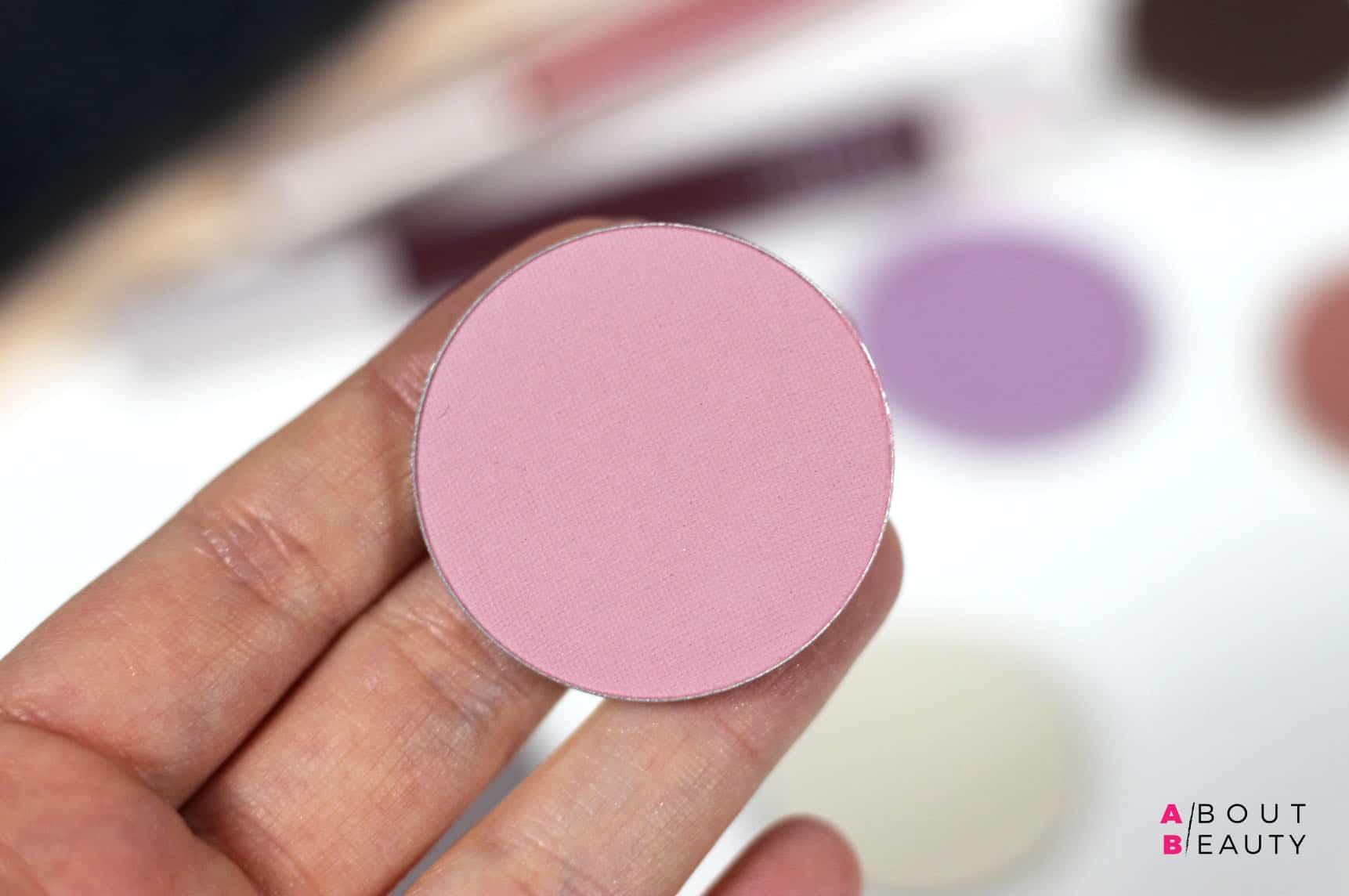 Neve Cosmetics Grungelic - Swatches e prime impressioni su Calm, blush minerale in cialda