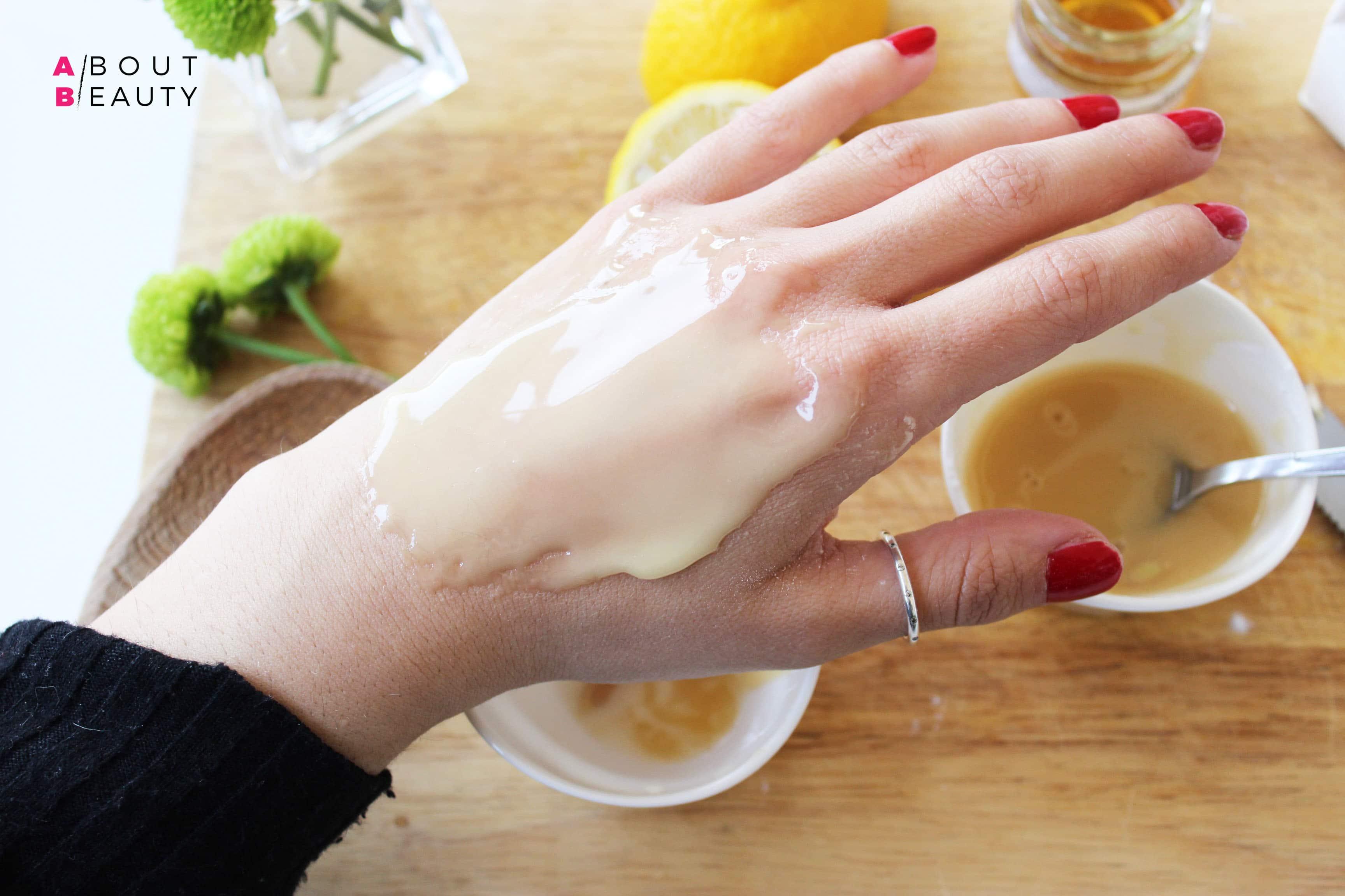 Le ricette di bellezza di About Beauty - Maschera Levigante al miele - Applicazione