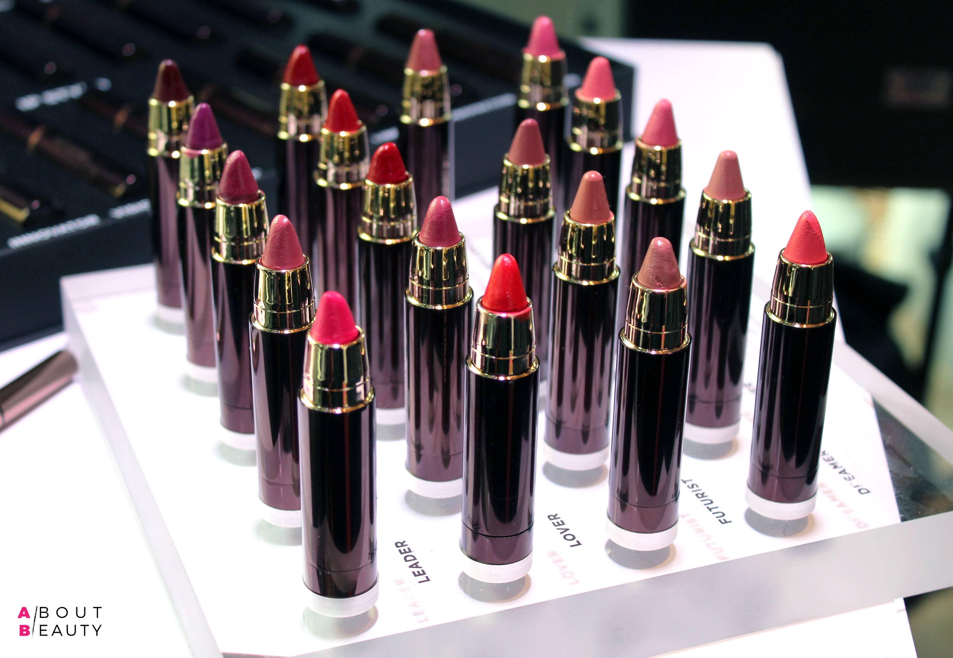 Hourglass presenta i nuovi rossetti Girl Lip Stylo in 20 tonalità