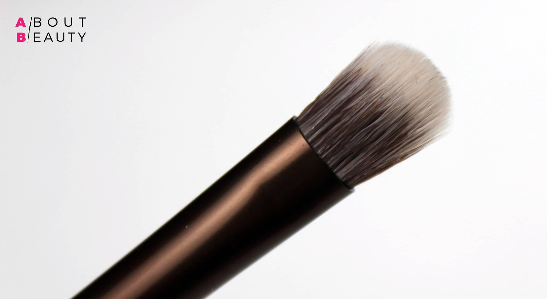 Urban Decay Naked Heat Collection - Swatch, info, prezzi e recensione | L'estremità Detailed Crease Brush del pennello