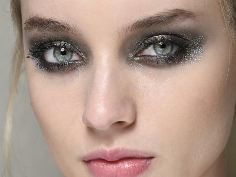 Tutti i trend make-up e skincare per l'autunno 2017 - Smokey Eyes intensi con punti luce e glitter