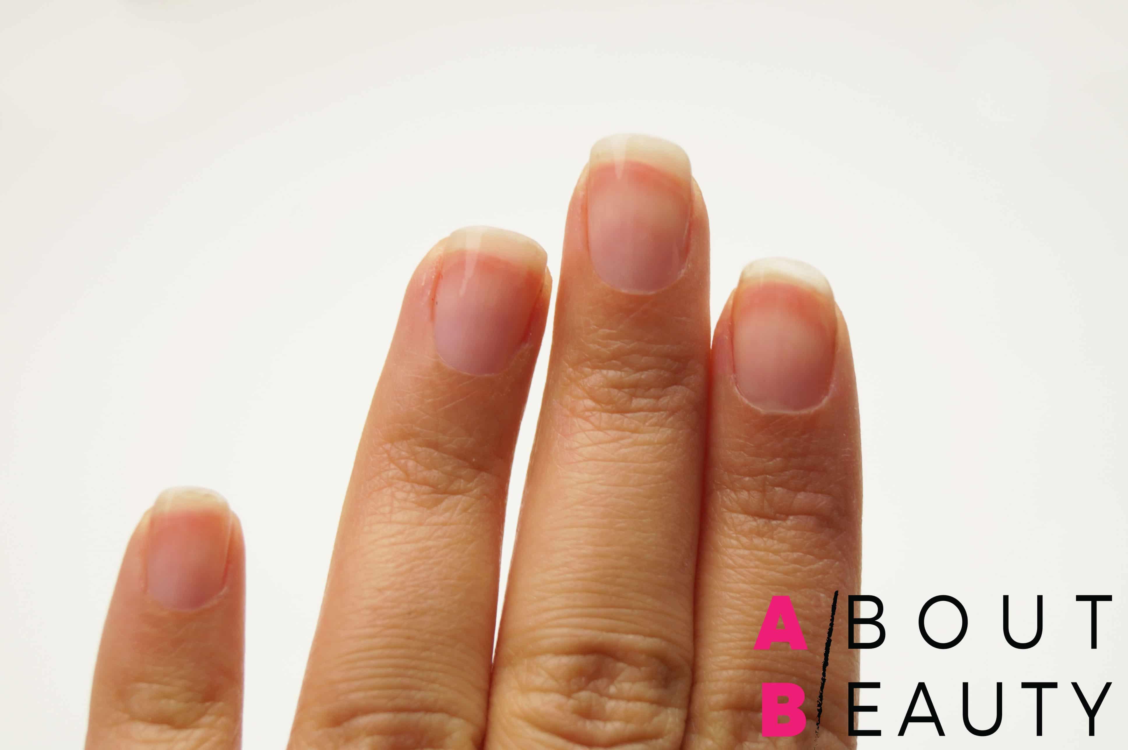 Tutorial nail-art autunnale rosa e grigia effetto matte con Swarovski - Step 1: applicazione della base