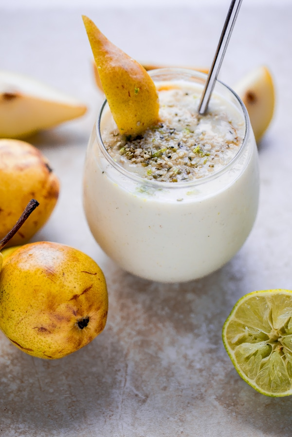 Smoothie autunnali: tre ricette semplici e veloci per bibite gustose, sane e rinforzanti - Smoothie allo yogurt bianco, miele, pere e nocciole