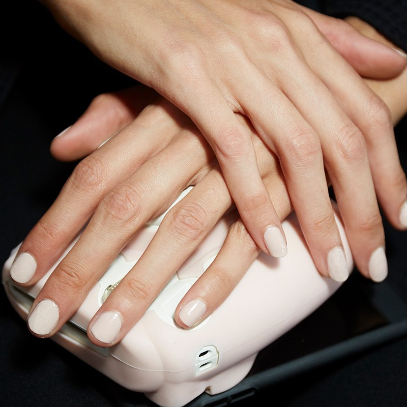 PS17MakeupcomPostGraphicsNYFWNailTrends1