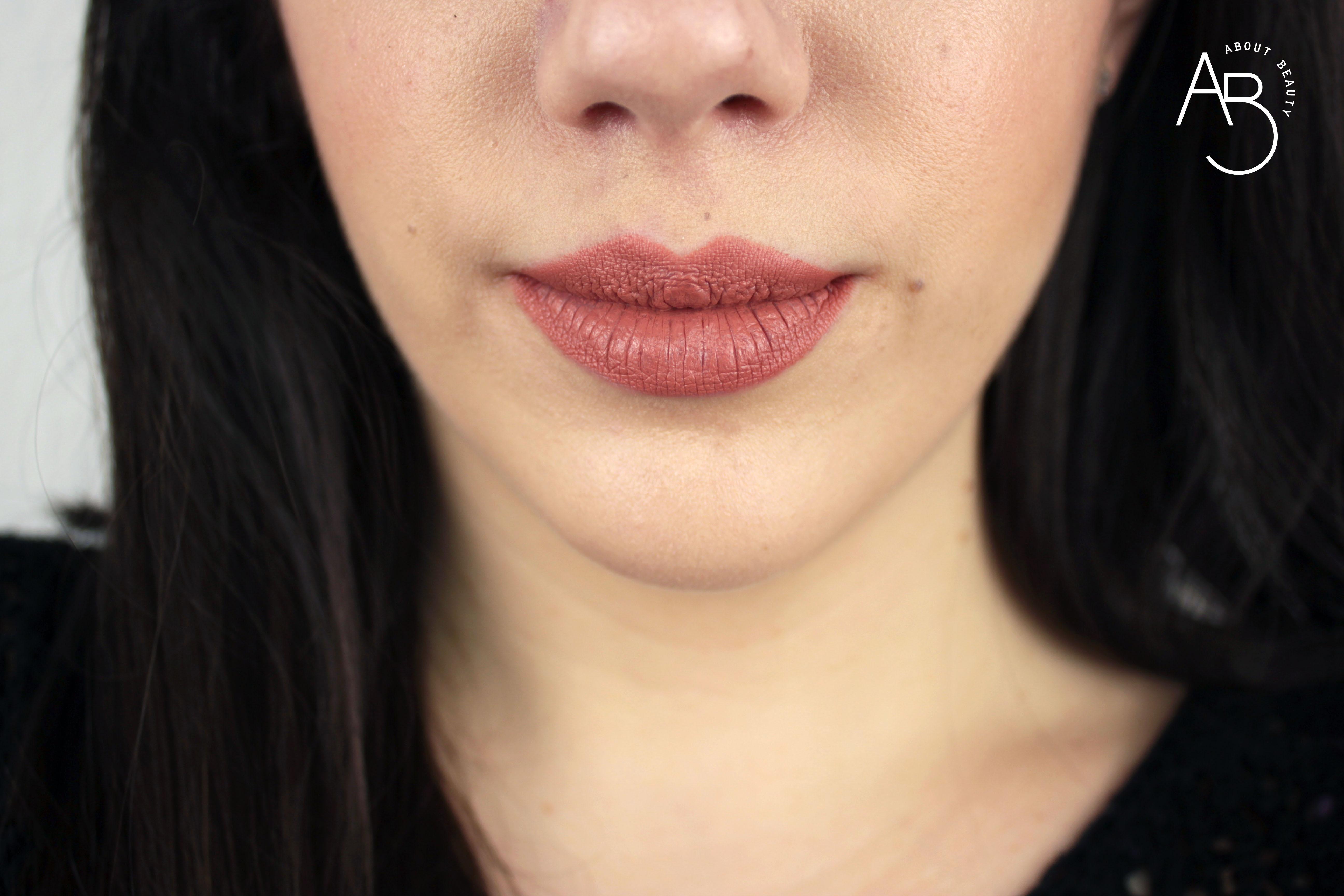 Nuovi rossetti Neve Cosmetics Dessert a Levres 2018: info, foto, swatch, prezzo, data di uscita, dove acquistare, recensione, review - Swatch su labbra di Almond Cookie