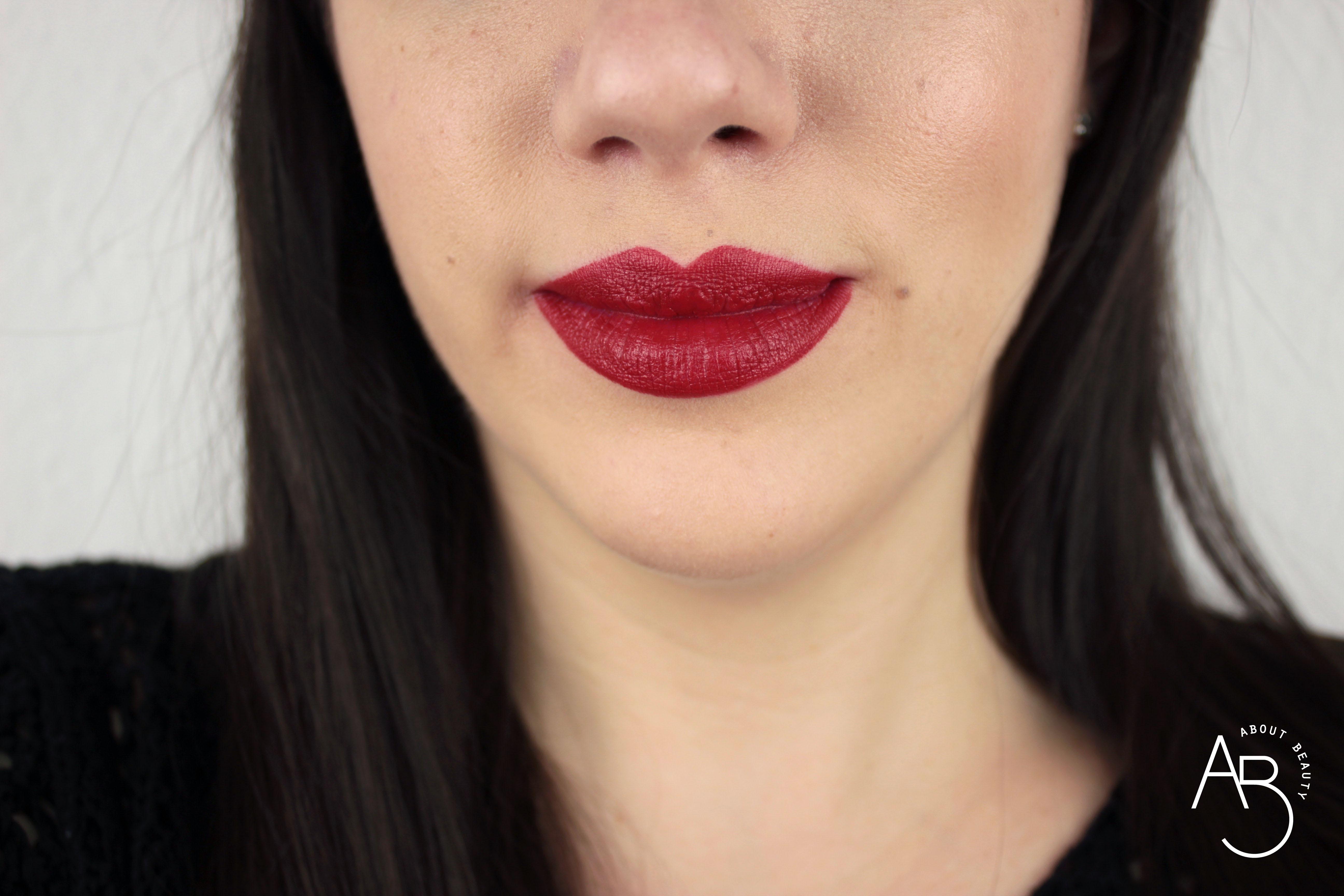 Nuovi rossetti Neve Cosmetics Dessert a Levres 2018: info, foto, swatch, prezzo, data di uscita, dove acquistare, recensione, review - Swatch su labbra di Cherry Pie