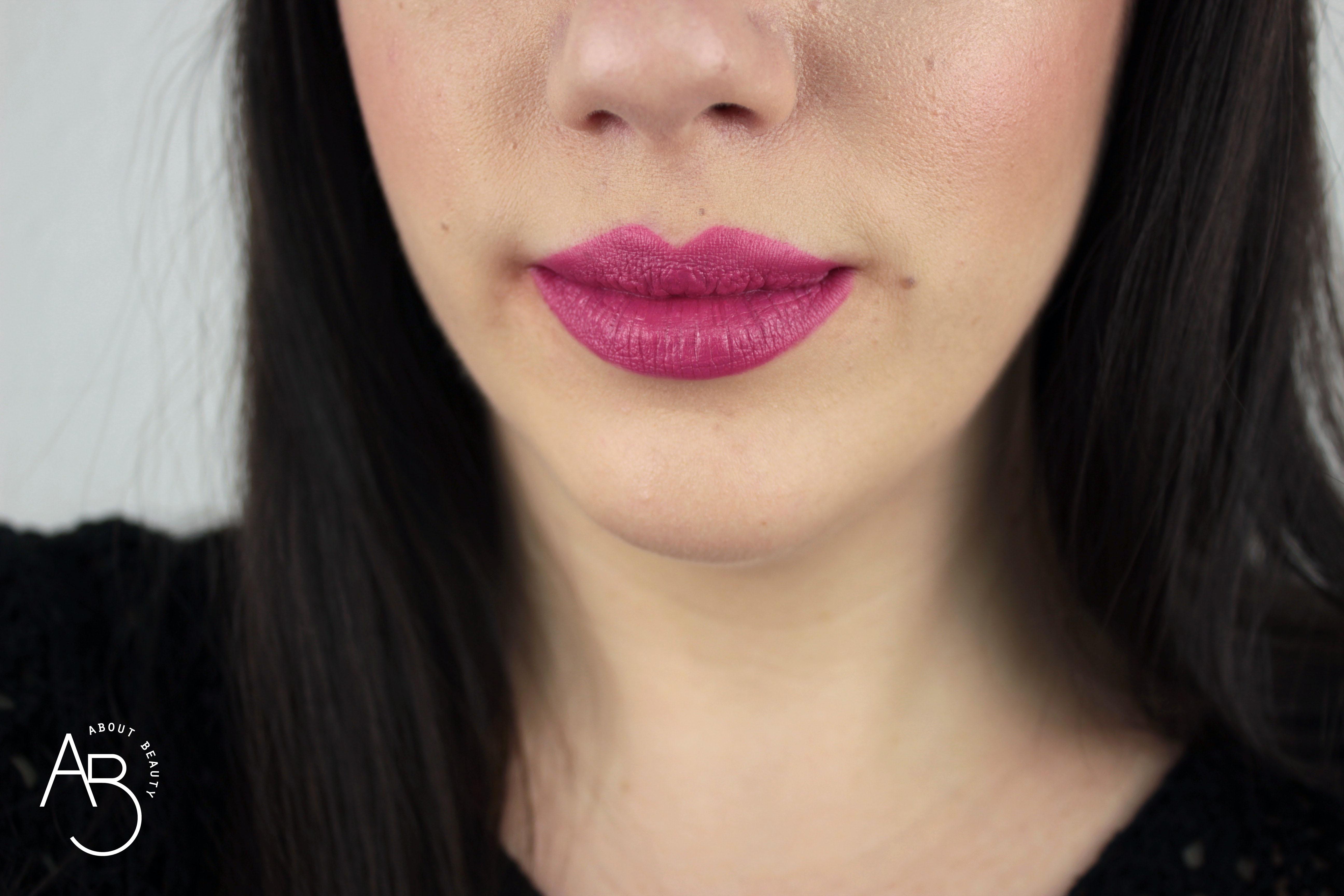 Nuovi rossetti Neve Cosmetics Dessert a Levres 2018: info, foto, swatch, prezzo, data di uscita, dove acquistare, recensione, review - Swatch su labbra di Mousse Framboise
