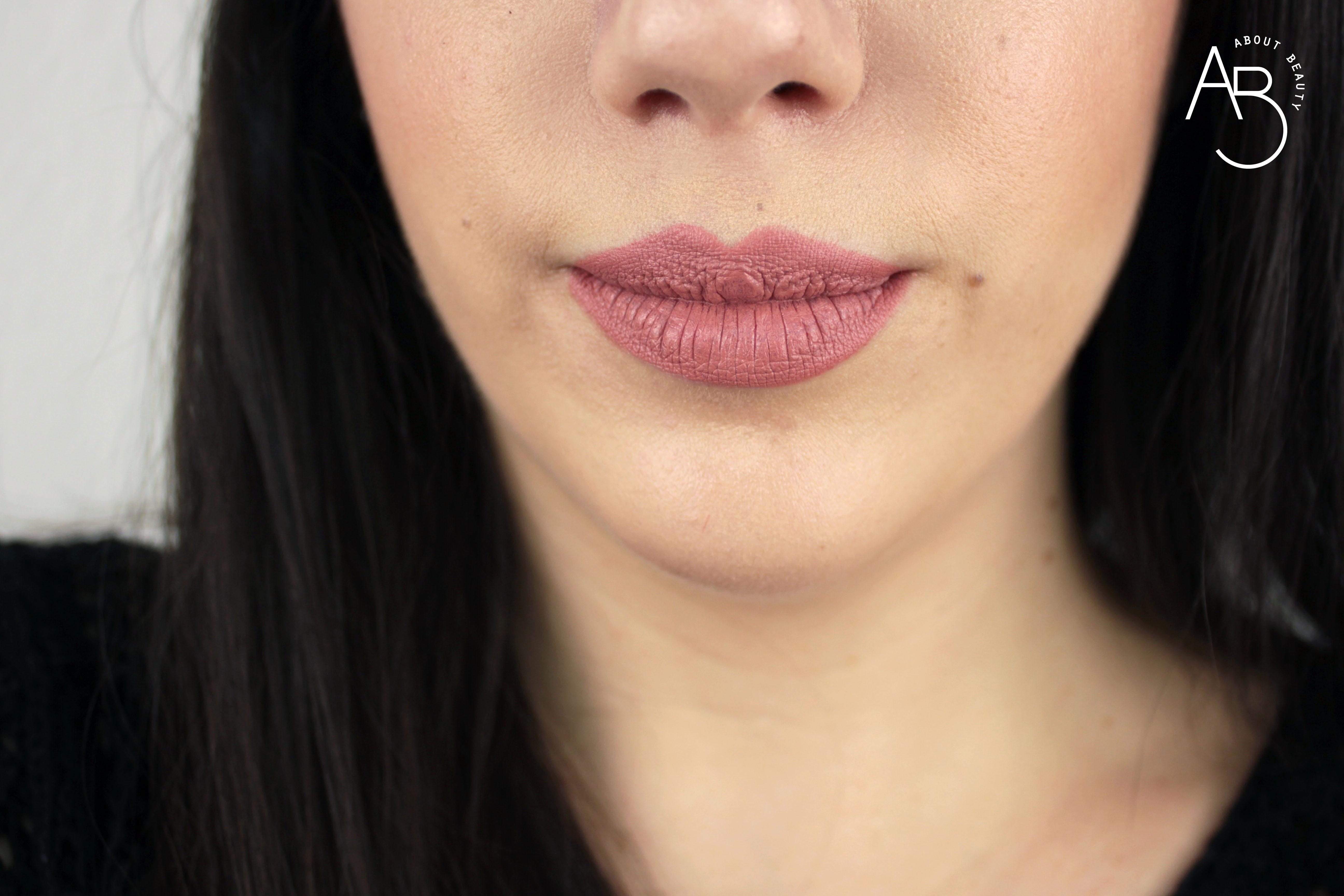Nuovi rossetti Neve Cosmetics Dessert a Levres 2018: info, foto, swatch, prezzo, data di uscita, dove acquistare, recensione, review - Swatch su labbra di Panna Cotta