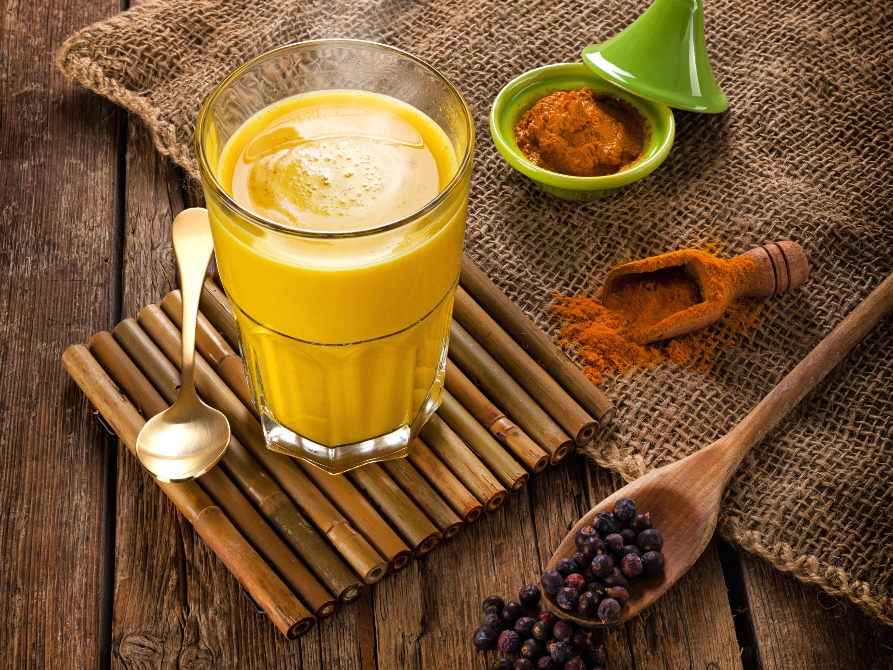 About Beauty Golden Milk Preparazione