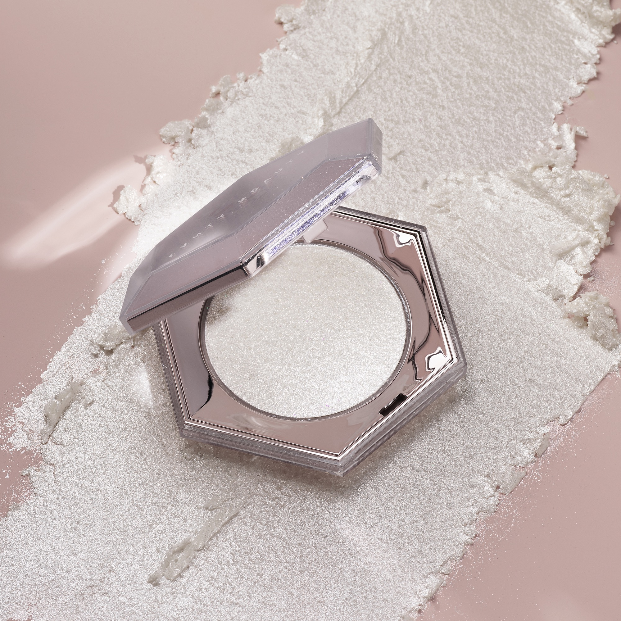 Fenty Beauty by Rihanna Novita Autunno 2018 - Info, prezzo, recensione, swatch - Gloss Bomb Universal Lip Luminizer Diamond Milk e Diamond Bomb All-Over Diamond Veil