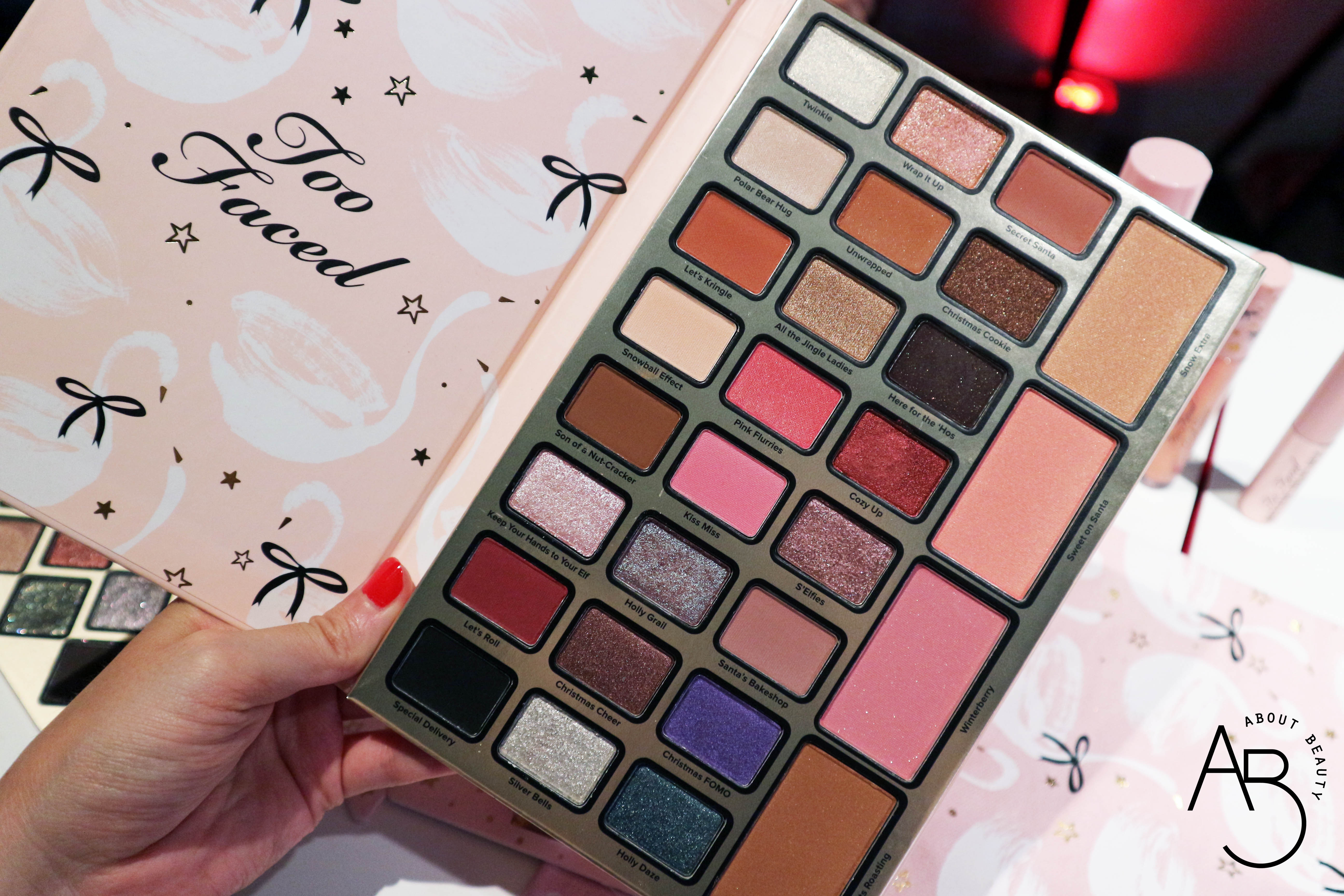 Sephora Natale 2018 Novita da non perdere - Make-up - Too Faced Cofanetti Palette Christmas Dreams Dream Queen - Review, recensione, swatch, info, prezzo, dove acquistare, data di uscita