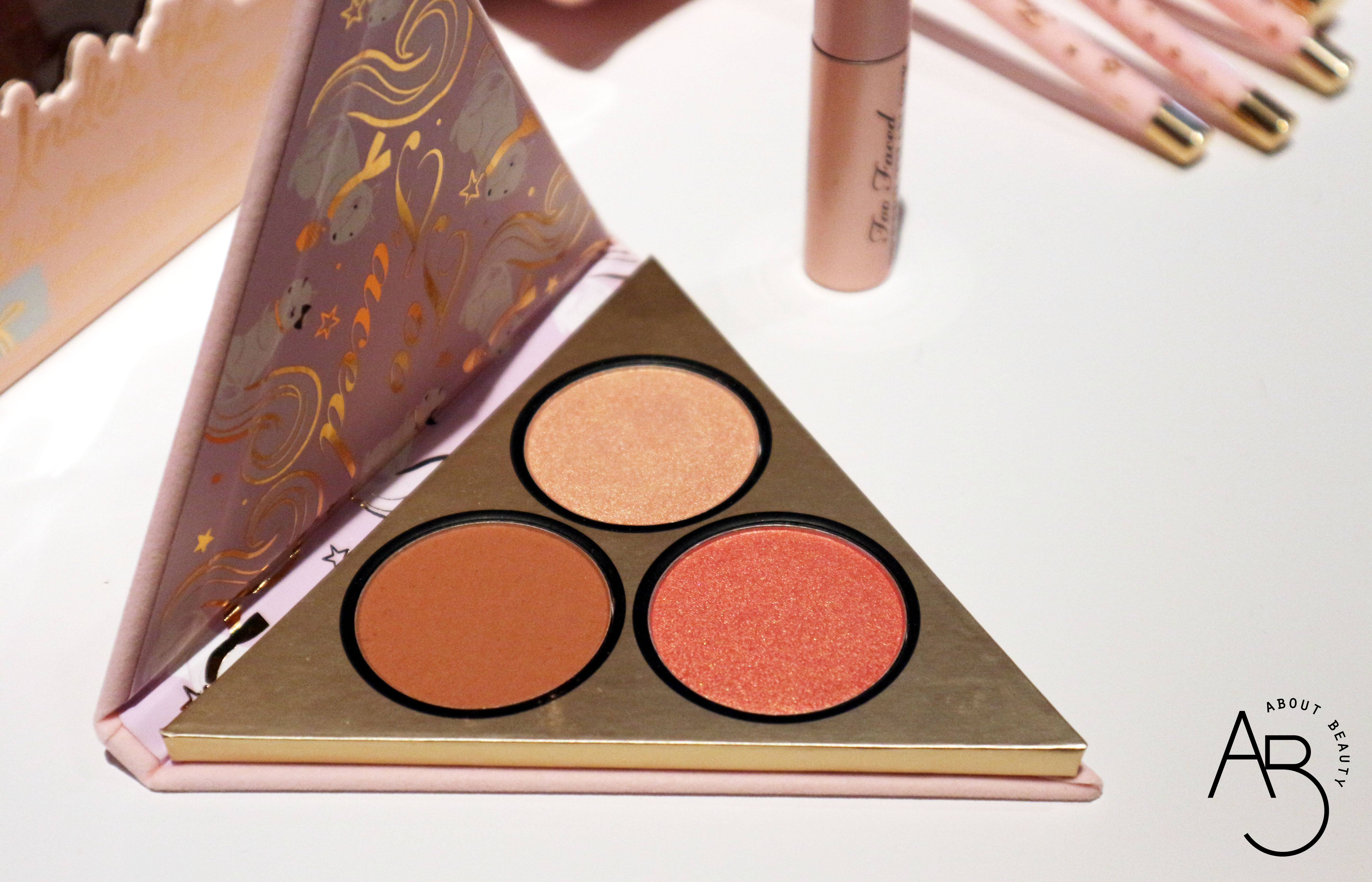 Sephora Natale 2018 Novita da non perdere - Make-up - Too Faced Cofanetti Palette Under the christmas tree - Review, recensione, swatch, info, prezzo, dove acquistare, data di uscita, packaging