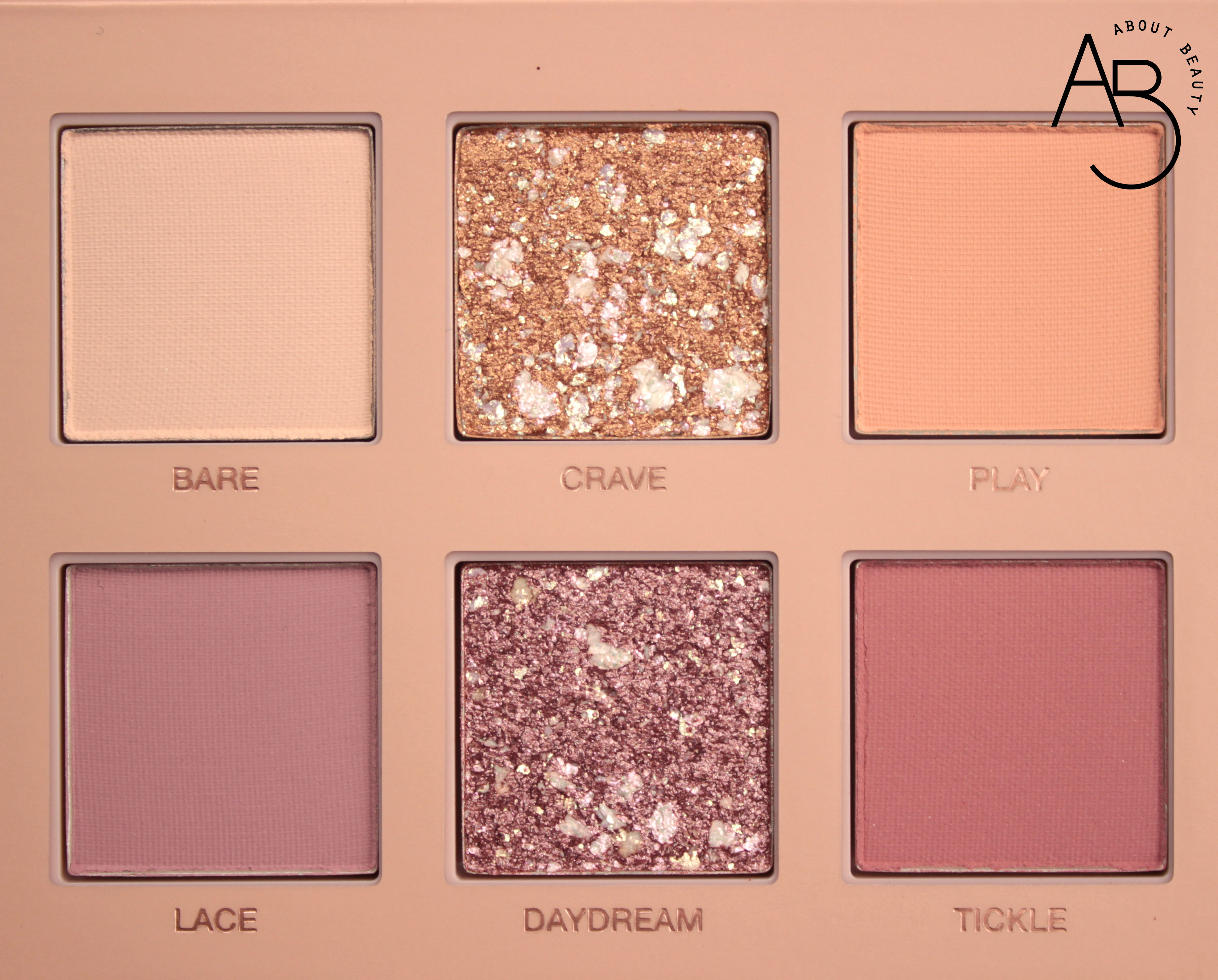 Huda Beauty New Nude Eyeshadow Palette Ombretti - review recensione info prezzo dove acquistare swatch sconto - Bare Crave Play Lace Daydream Tickle