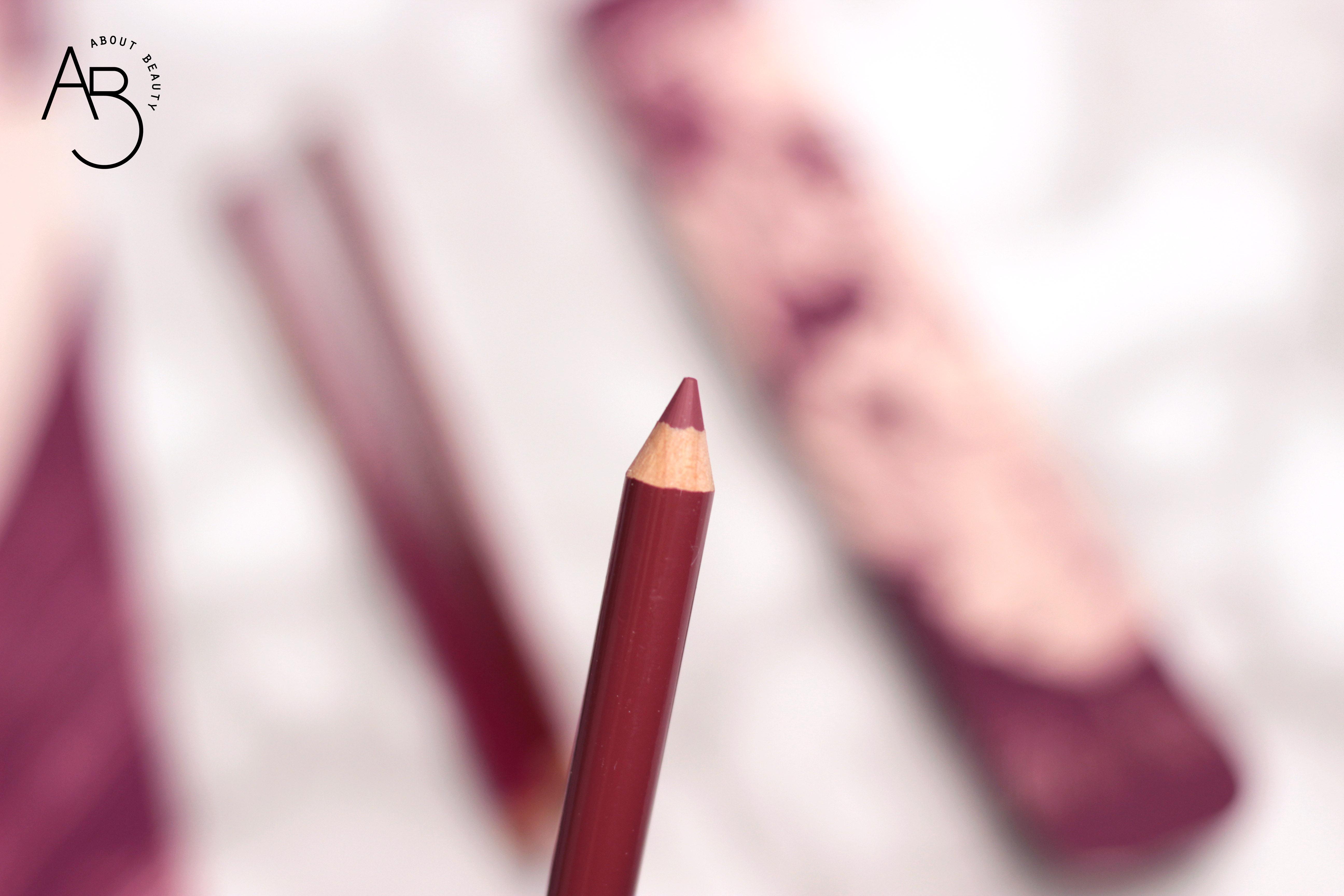 Neve Cosmetics Superheroine Collection - Matite pastello labbra lipliner - Info, review, recensione, prezzo, swatch, dove acquistare - Immortal