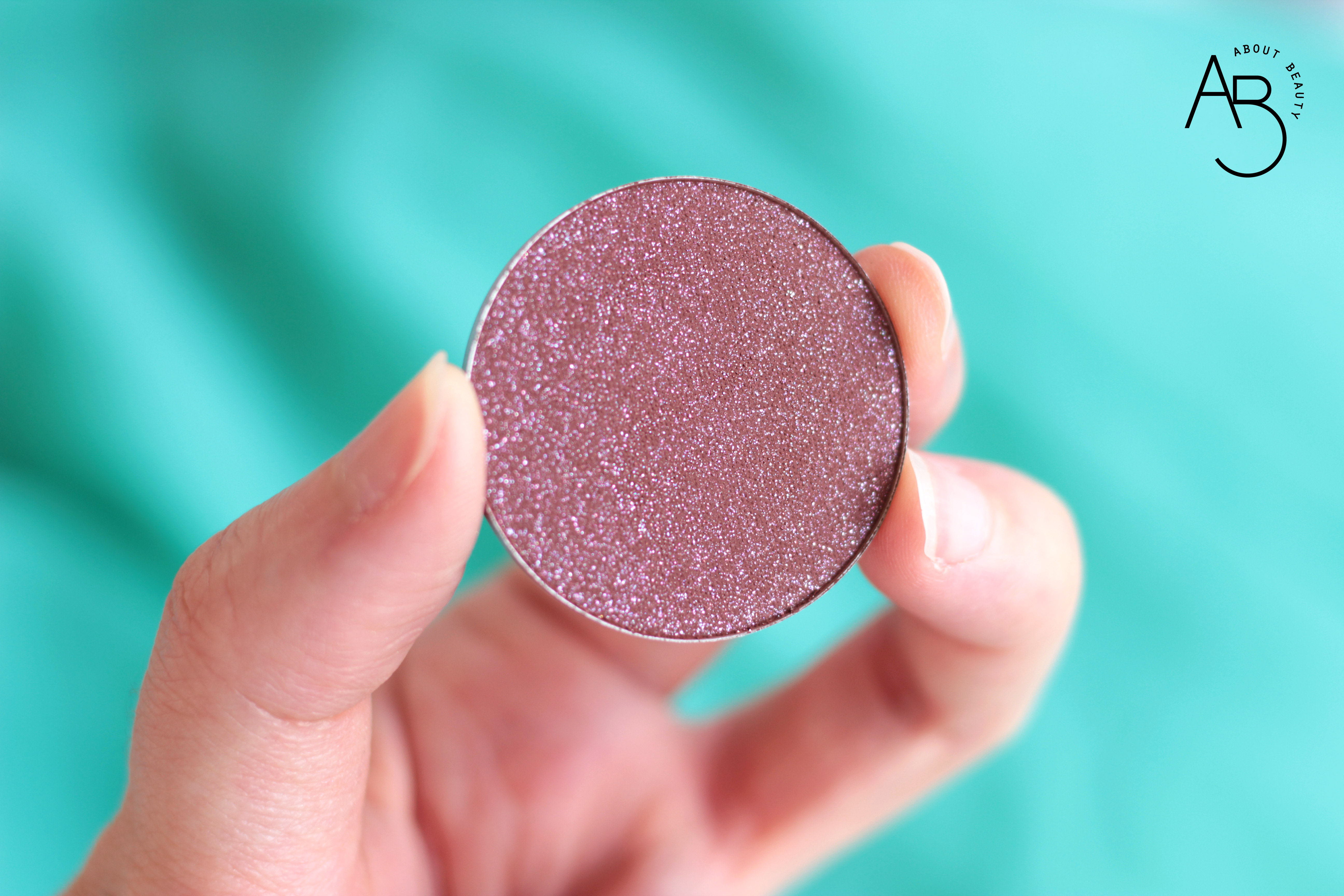 Neve Cosmetics Sparkling '67 - Info review recensione prezzo sconto swatch - Haight Ashbury