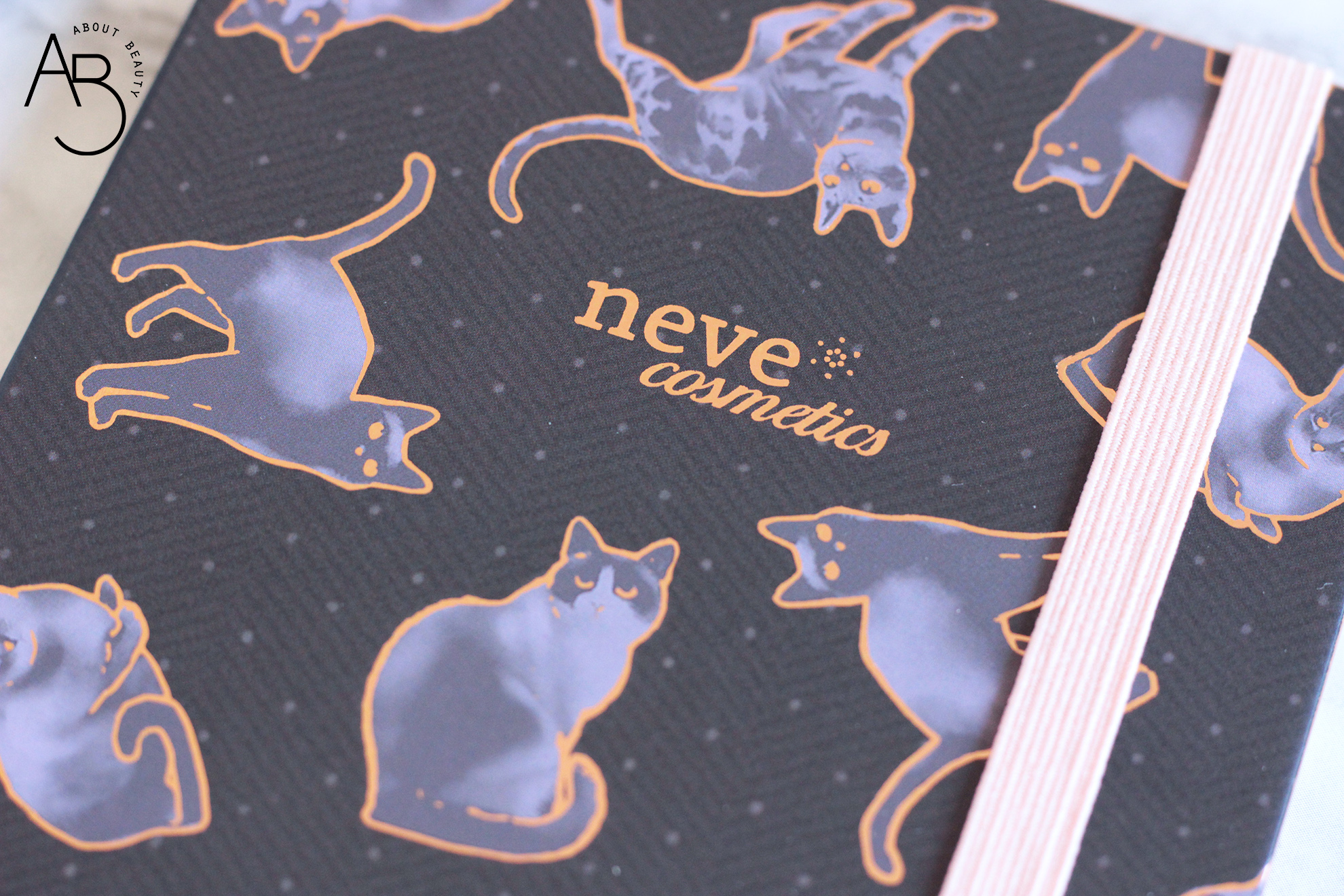 Neve Cosmetics Feline Dreams Palette ombretti - recensione info swatch prezzo codice sconto - about beauty packaging