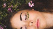 Come ridonare luce e vitalità alla pelle del viso in 5 semplici passaggi