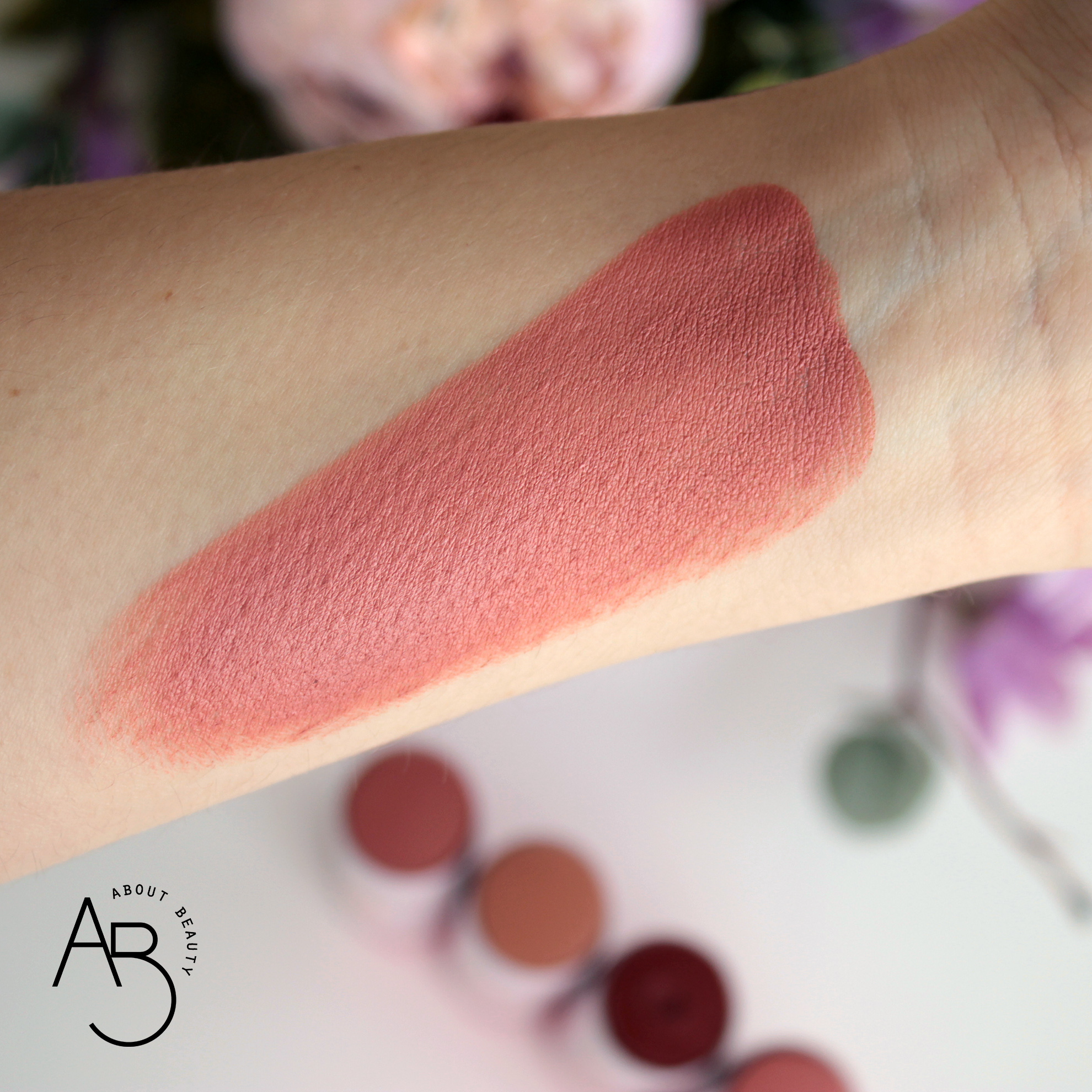 Neve Cosmetics Star System Special Effects Blush - Recensione swatch info review codice sconto - Strobeberry swatch - About Beauty