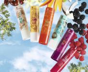 Sei nuove fragranze per i balsami labbra Yves Rocher Plaisirs Nature