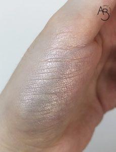 Neve Cosmetics Glass Glow cipria illuminante Flat Perfection - review recensione info codice sconto prezzo - swatch